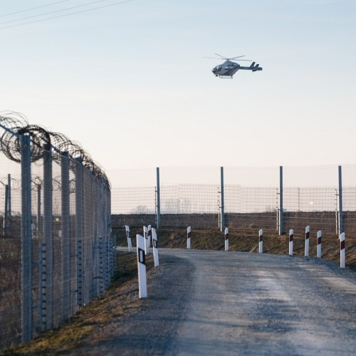 illegal migrants enter hungary