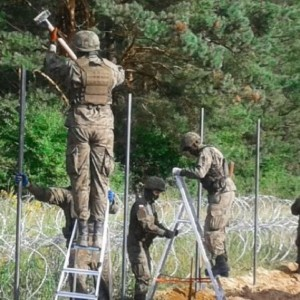 Polish-Belrusian border security fence illegal migrants