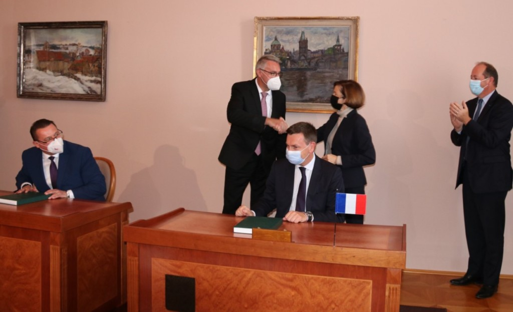 Czechia, France, Lubomír Metnar, Florence Parly, howitzers